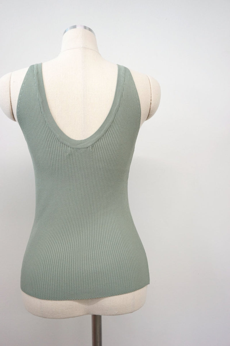 ELEVATED RIBBED TANK