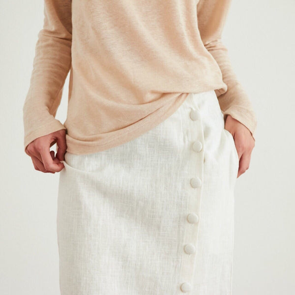 LINEN SKIRT WITH BUTTON DETAIL