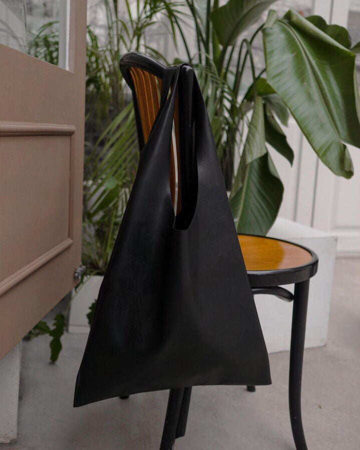 MINIMAL LEATHER SHOPPER