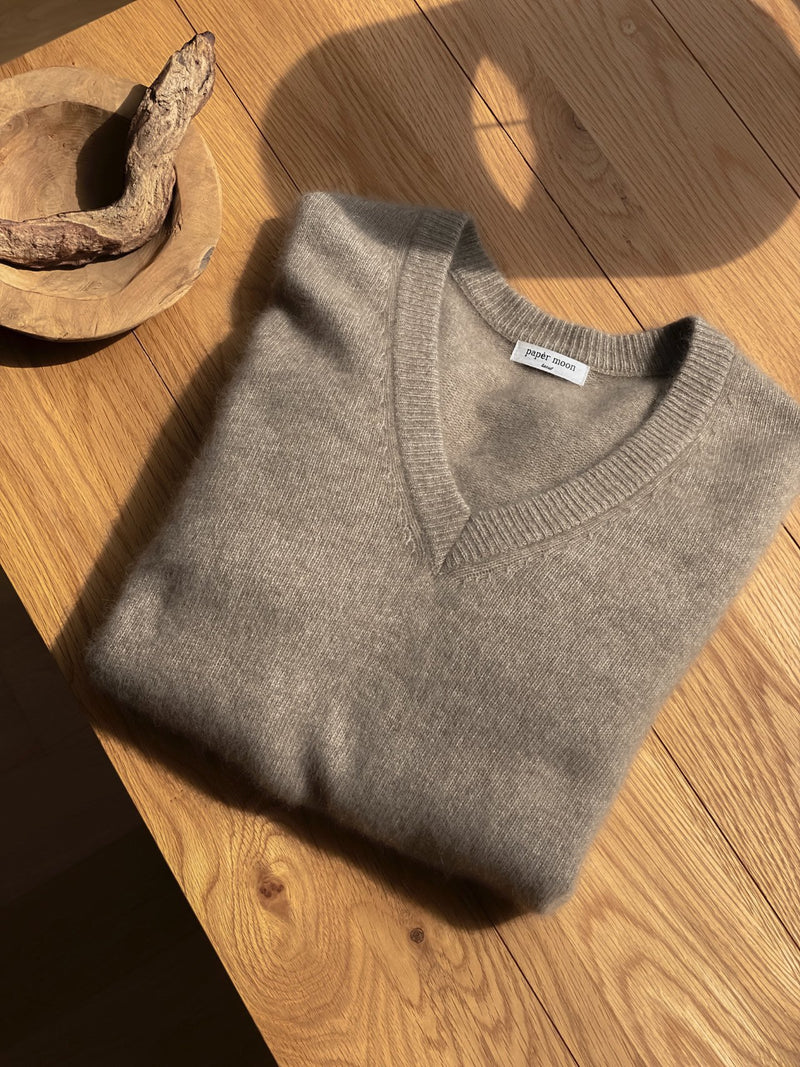 LUXE RACOON V-NECK SWEATER