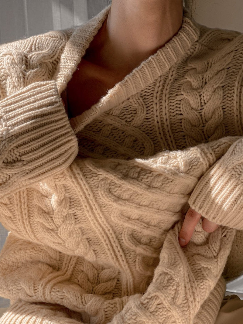 ROUND NECK CHUNKY CABLE KNIT SWEATER