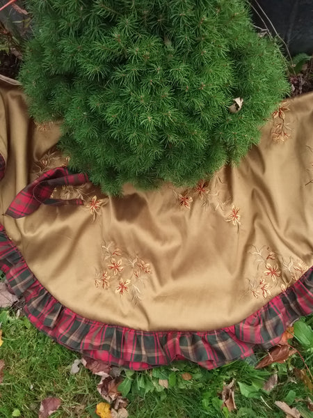 Victorian Tree Skirt with Tartan Ruffle