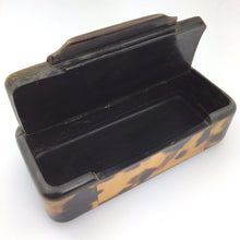 "Load image into Gallery viewer, Antique snuff box in horn with ""Faux"" Tortoise shell inlaid and silver ornaments"