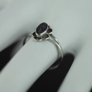 Vintage sterling silver ring with Amethyst flower ornament