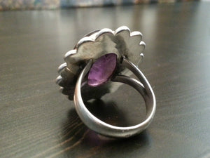 Stylish sterling silver ring with purple amethyst gemstone from India