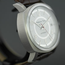 Load image into Gallery viewer, Moscow Time 27 jewels Gent's Automatic wrist watch with white dial and brown leather strap