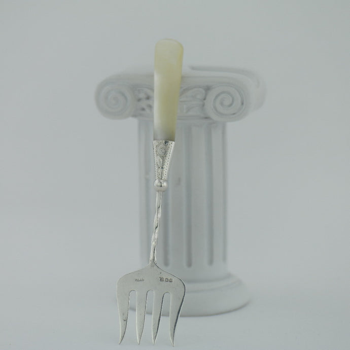 Antique 1923 sterling silver fork with Nacre / MOP handle Birmingham