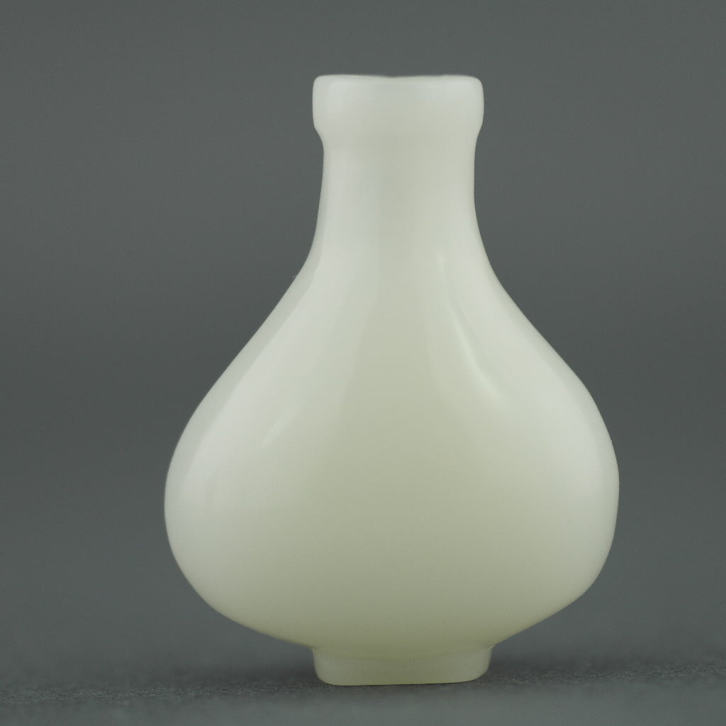 Collectible white Jade snuff bottle
