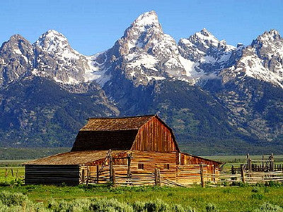 Grand Teton Barn - Mouse Pad Universe