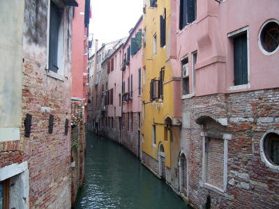 Narrow Venetian Canal - Mouse Pad Universe