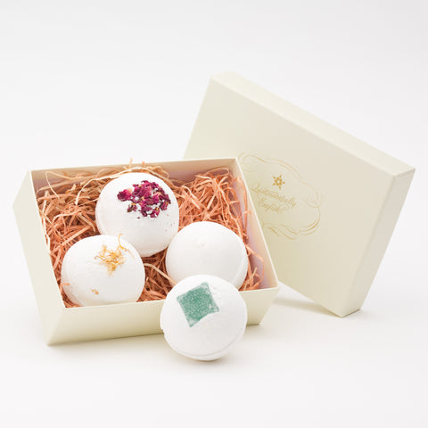 4 Medium Bath Bombs in A Gift Box