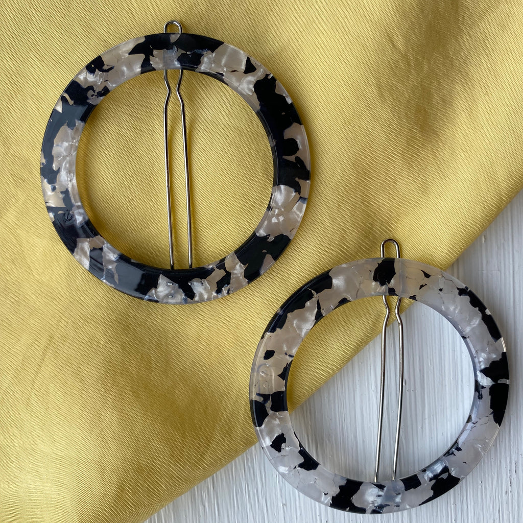 Black and white mother of pearl printed clip set