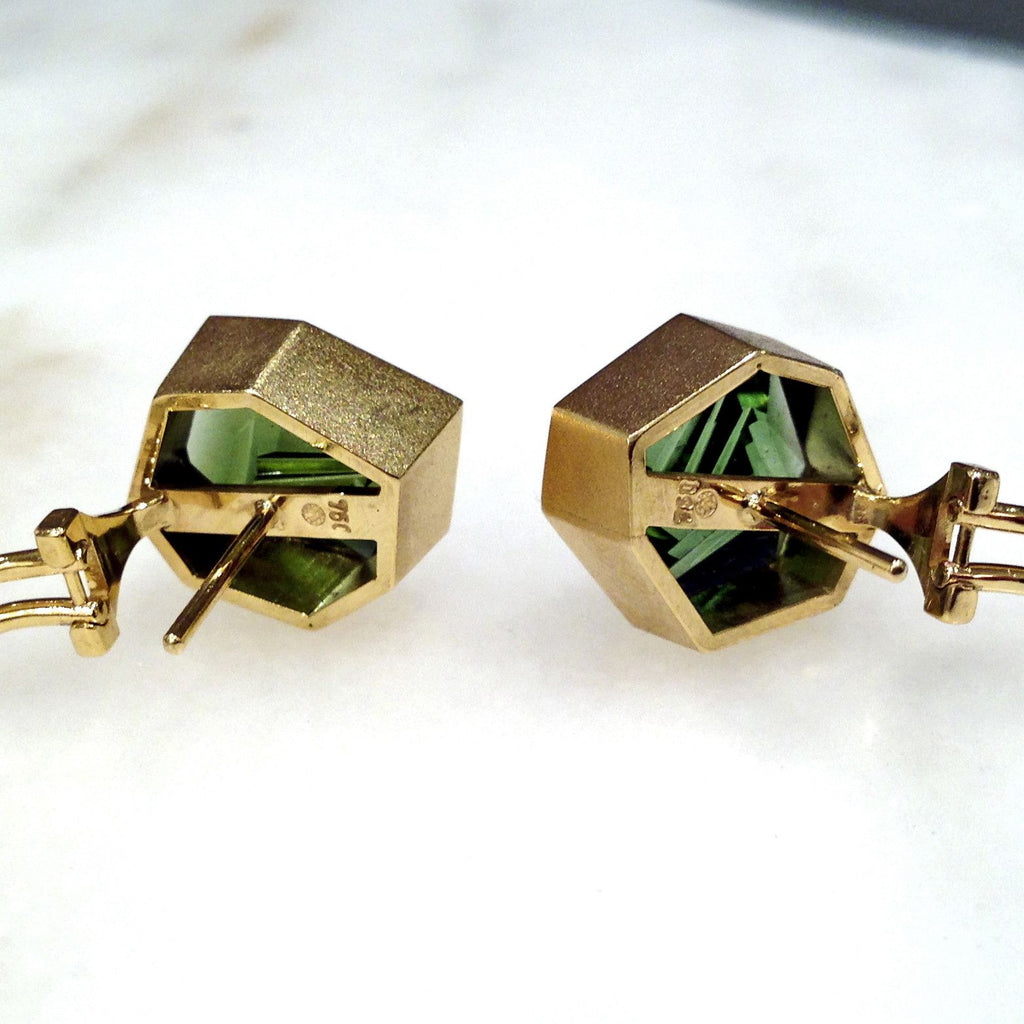 Atelier Munsteiner One of a Kind Faceted Green Tourmaline Gold Shuriken Earrings - Szor Collections