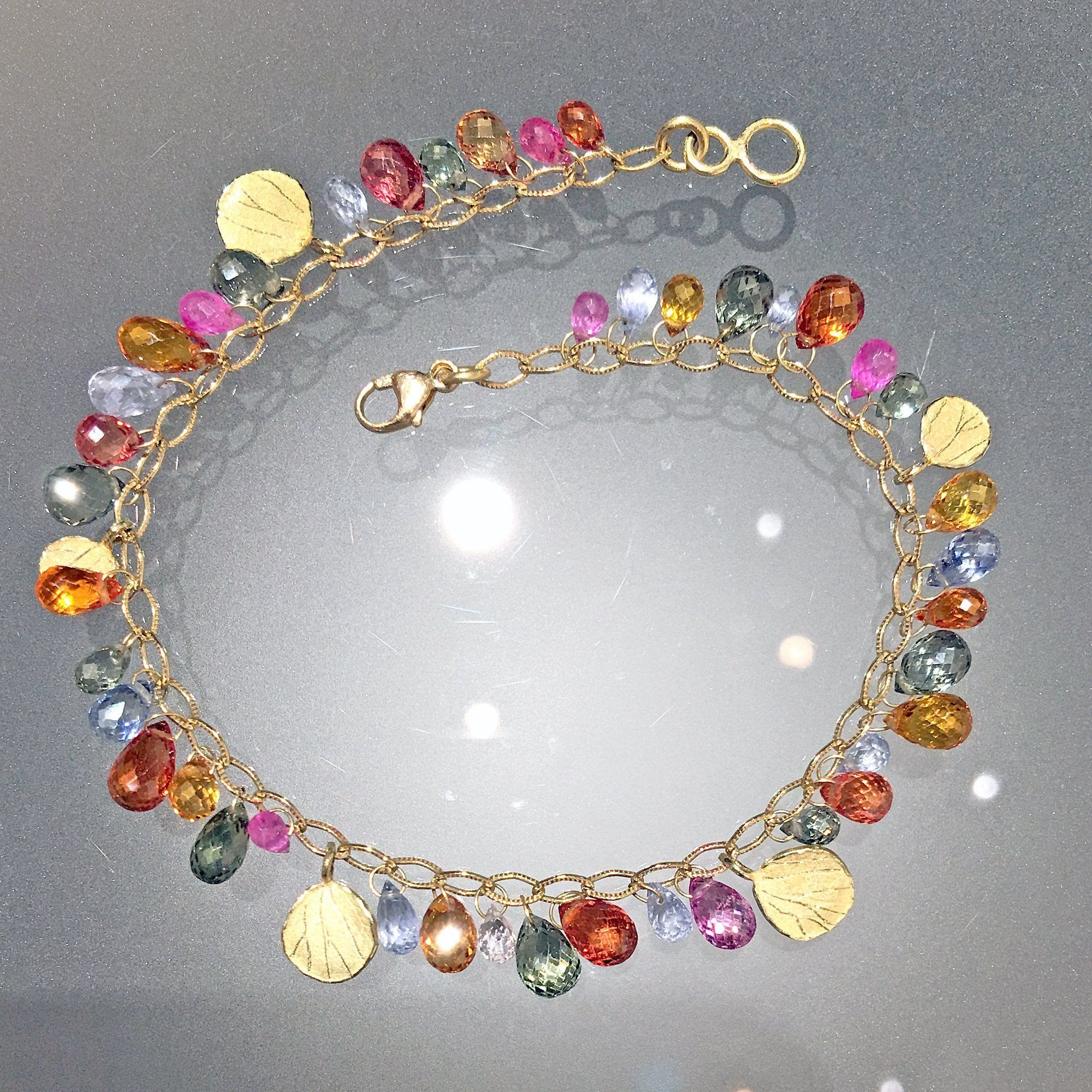 auctions fullsize coloured bukowskis en multi necklace cut photo a tot briolette sapphire cts