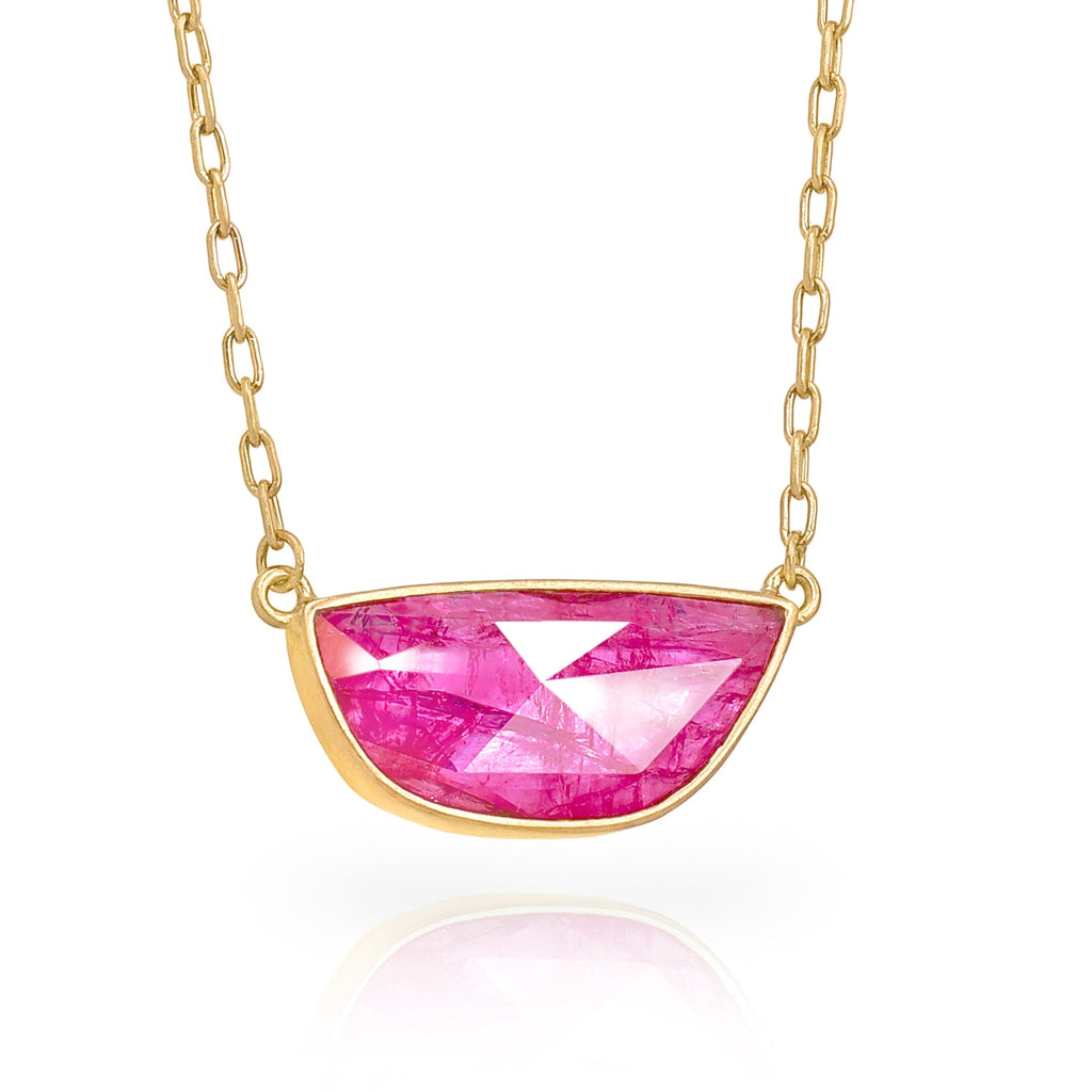 Lola Brooks 4.14 Carat Hot Pink Freeform Faceted Ruby Yellow Gold Necklace - Szor Collections