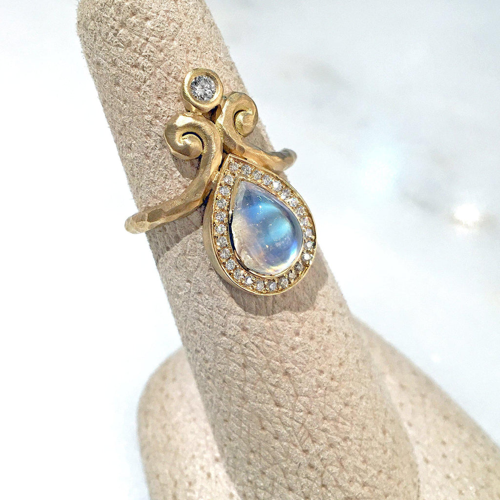 Pamela Froman Rainbow Moonstone White Diamond Hammered Gold Ring - Szor Collections