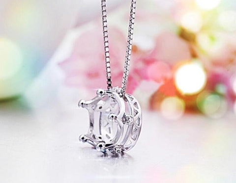 Necklace: Princess Crown Delicate Pendant Necklace