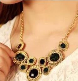 Statement Necklace: Retro Luxury Rhinestone Choker Statement Necklace