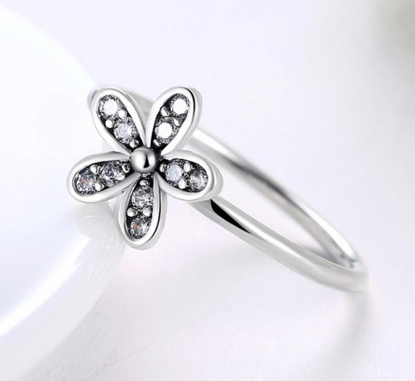 925 Sterling Silver: Ring - Delicate Floral Ring