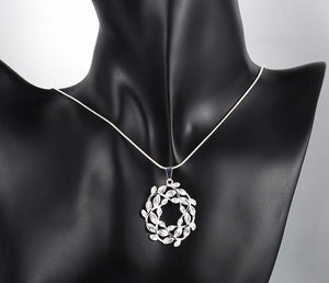 Necklace: Floral Wreath - Pendant Necklace