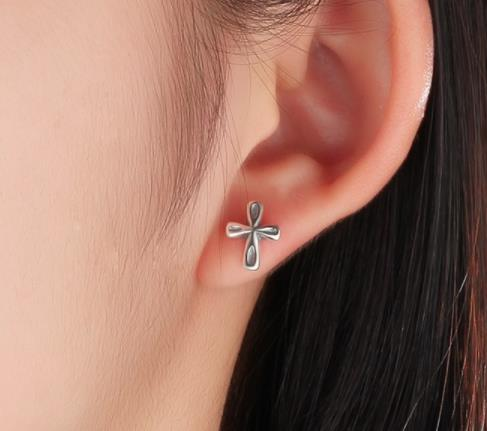 925 Sterling Silver: Earrings - Cute Cross Stud Earrings