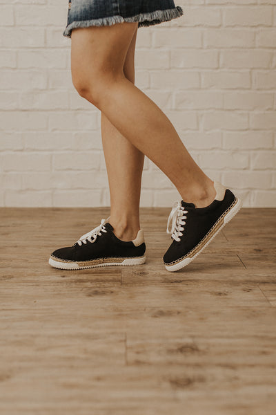 Lucia Sneakers in Black