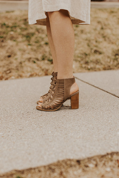 Leah Heel in Taupe
