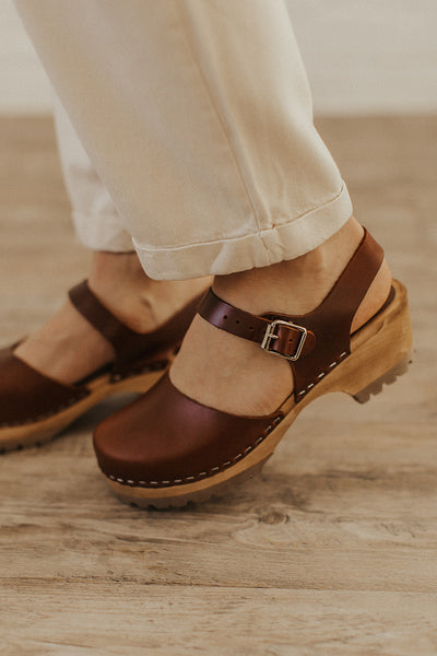 Freja Clogs in Brown