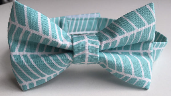 Aqua Fish Tail Pretied Bow Tie - Dapper Guy Bow Ties - 1