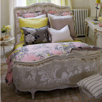 Classic Louis XV Platform Bed, Queensize
