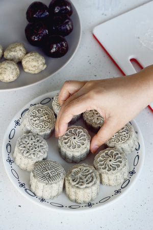 Earl Grey Double Chocolate Snow Skin Mooncakes | ~30 small/~17 large pieces (Preorder)
