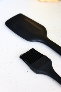 Black Silicone Pastry Brush (Regular-sized)