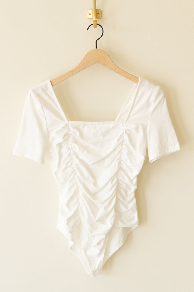whitee Ruched Bodysuit with short sleeves