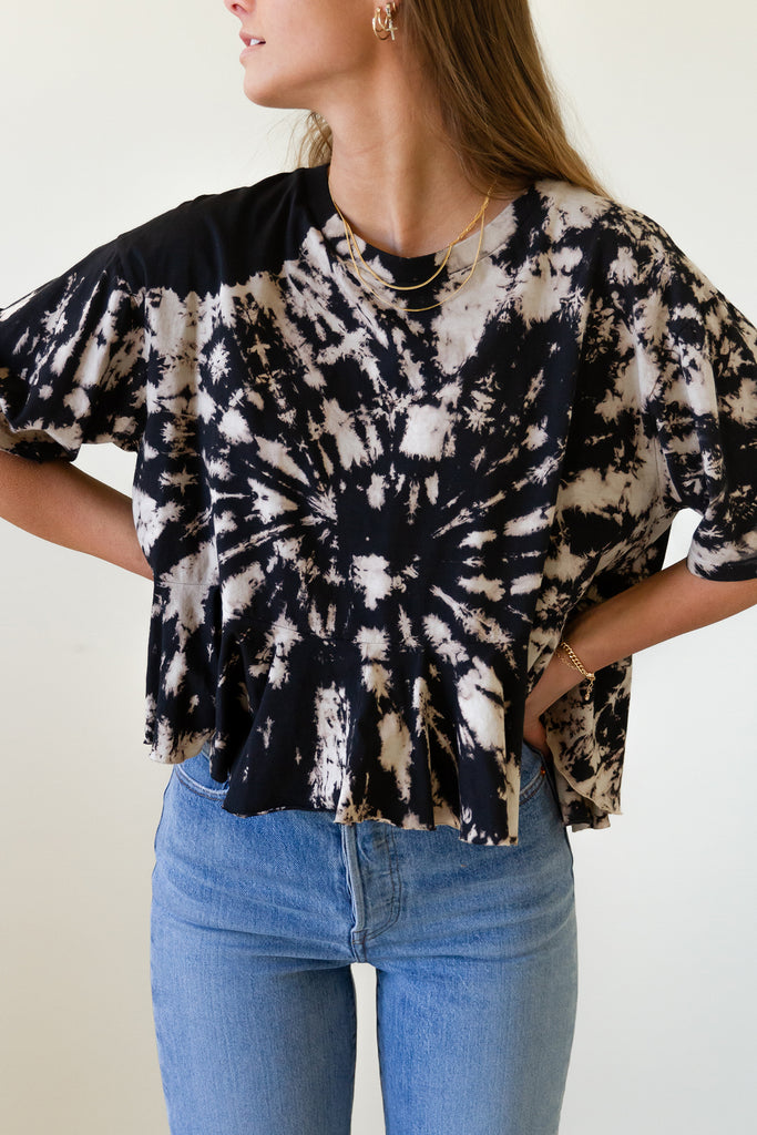 natural/black tie dye ruffle hem short