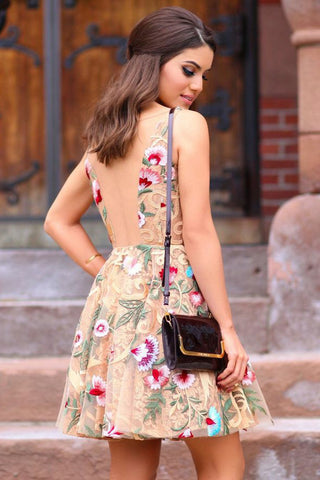 products/A_Line_Straps_V_Neck_Homecoming_Dresses_with_Appliques_Short_Prom_Dresses_H1298.jpg