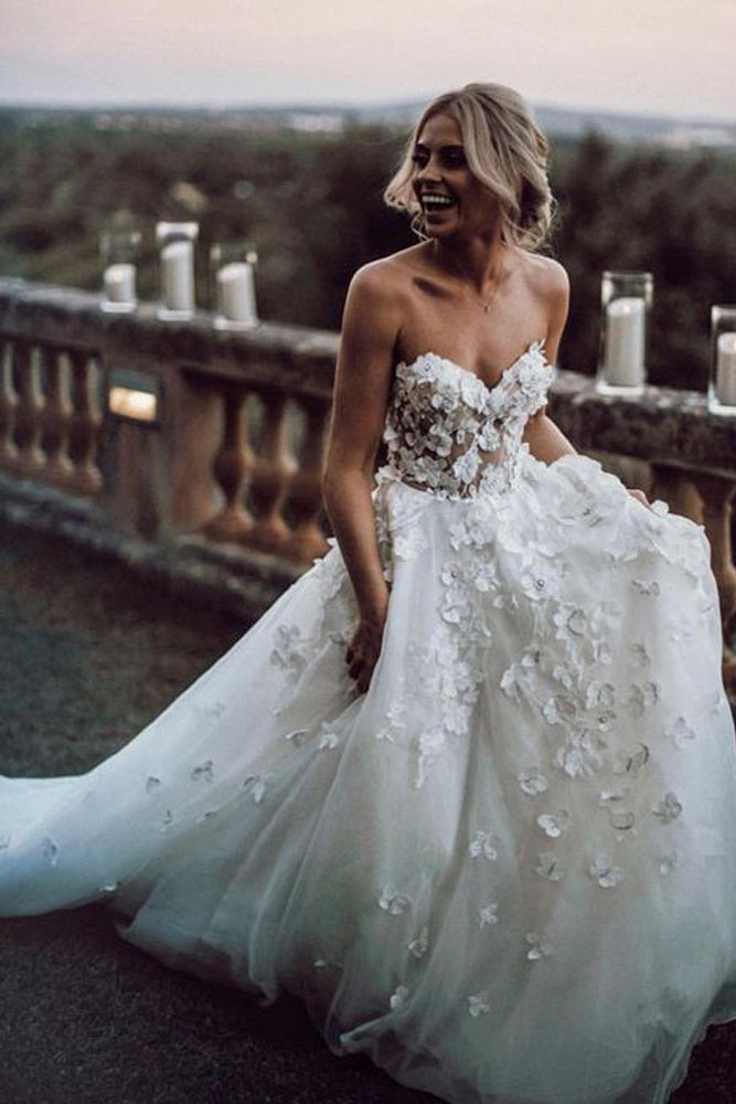 Gorgeous Ball Gown Sweetheart White Tulle Strapless Lace Wedding Dress with Court PW778
