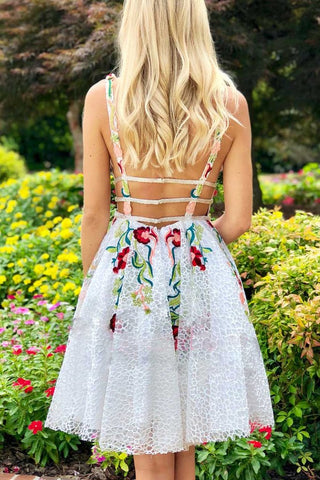 products/Simple_Short_Lace_White_Homecoming_Dress_with_Appliques_V_Neck_Short_Prom_Dress_PW735-1.jpg