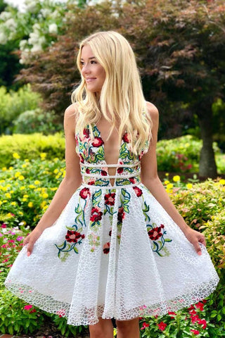 products/Simple_Short_Lace_White_Homecoming_Dress_with_Appliques_V_Neck_Short_Prom_Dress_PW735.jpg