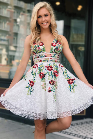 products/White_Lace_V_Neck_Homecoming_Dresses_with_Floral_Print_Backless_Short_Prom_Dresses_H1259.jpg