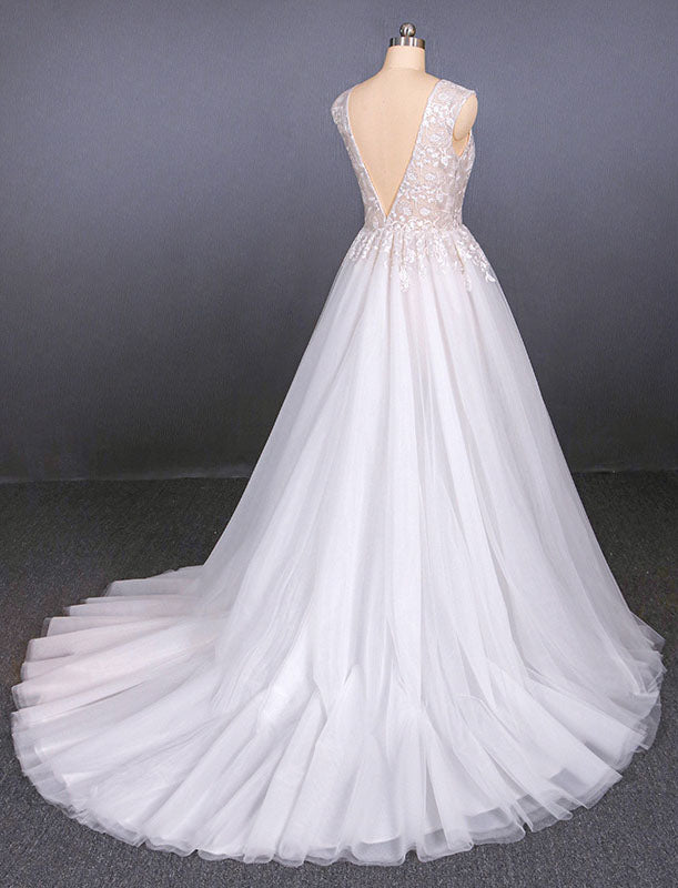 A Line Straps V Neck Lace Appliques Tulle Wedding Dresses Long Wedding Gowns W1128