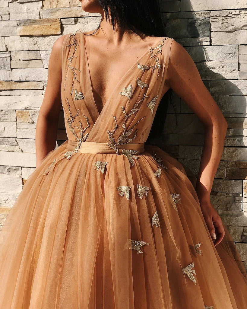 Ball Gown Tulle V Neck Homecoming Dresses with Appliques, Short Prom Dresses P1450