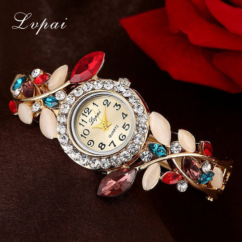 Fashionable stonework bracelet watch for women