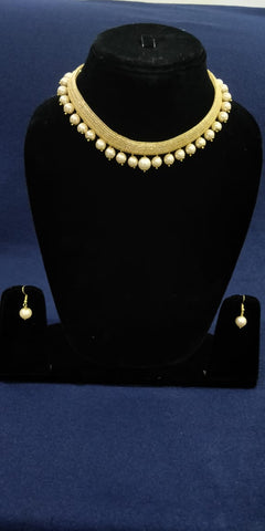 Traditional pearl designed earings and necklace by Bijoux Studio