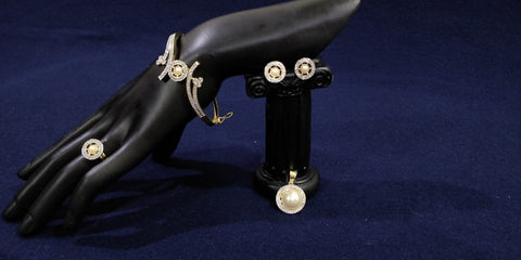 Beautiful Bracelet, earing and ring set by Bijoux Studio - pearl