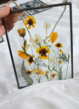 Load image into Gallery viewer, Pressed flower frame