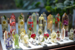 HOLIDAY SPECIAL Obelisk crystal point, flower terrarium décor - Pinecone/moss