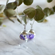 Load image into Gallery viewer, Purple limonium sphere earrings