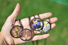 Load image into Gallery viewer, botanical necklace - Pressed Pansy/Viola