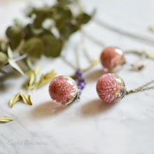 Load image into Gallery viewer, Pink Globe Amaranth Flower necklace