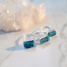 Load image into Gallery viewer, Blue apatite silver ring